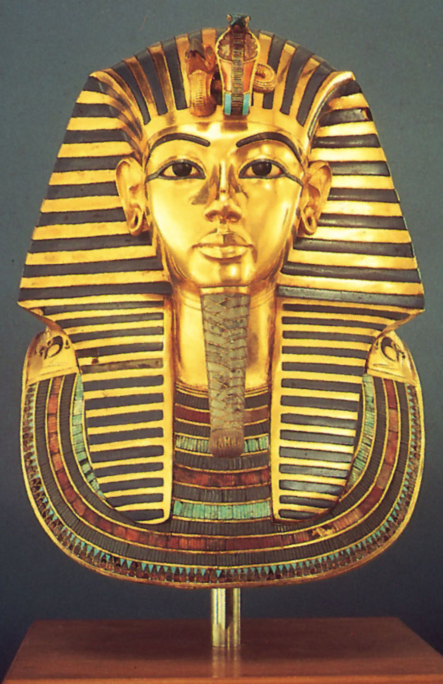 Tutankhamen-mask-tomb-king-Egyptian-Museum-Cairo